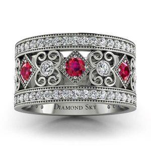 Wzorzyste piękno - Obrączka ślubna z białego złota z diamentami i rubinami