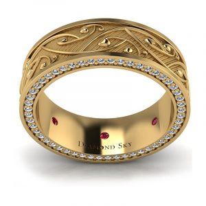 Miłosne połączenie - Obrączka ślubna z ornamentem z żółtego złota z diamentami i rubinami