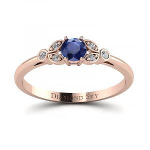 Piękno ukryte w naturze - Pierścionek Diamond Sky, różowe złoto, szafir 0,25 ct
